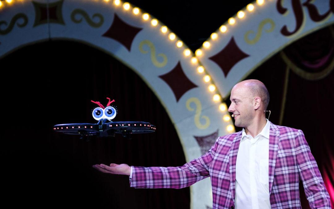 Zauberer Jean Olivier und Drohne